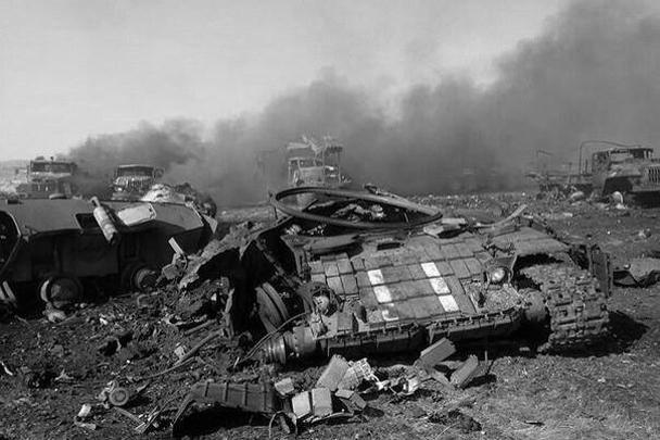 Крупнейшие за последнее время потери понесены украинской армией. В районе села Зеленополье Луганской области из установок «Град» ополченцы обстреляли колонну 24-й моторизованной бригады из Львова. Счет погибших идет на десятки, раненых – на сотни человек