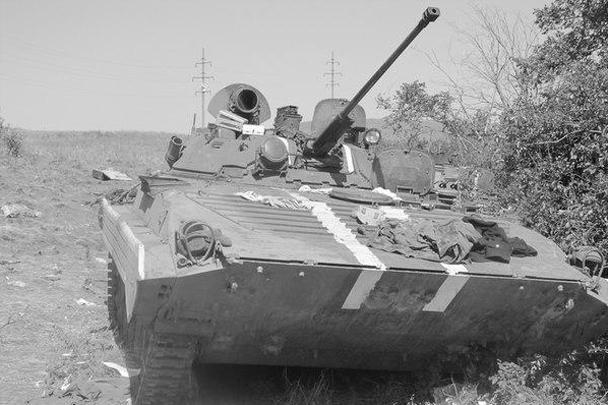 Опубликованы фотографии техники, брошенной и уничтоженной украинской армией, которая попала в так называемый южный котел. Снимки наглядно иллюстрируют военные успехи, достигнутые ополчением за последние дни