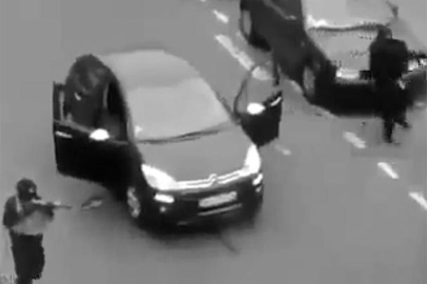 В редакции французского журнала Charlie Hebdo произошел теракт. По разным данным, двое или трое вооруженных людей открыли огонь, в результате погибли более десяти человек, в том числе двое полицейских, пострадали порядка 20. За час до этого СМИ в своем Twitter опубликовало карикатуру на лидера ИГ