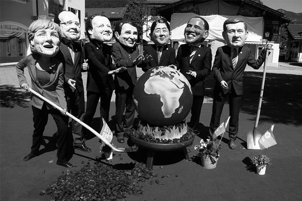 Несколько тысяч человек протестуют против саммита «Большой семерки», проходящего в Германии. Они выступают против подписания договора о зоне свободной торговли между ЕС и США и призывают бороться с глобальным потеплением. Протестный митинг закончился столкновениями с полицией, в ходе которых пострадали около ста демонстрантов