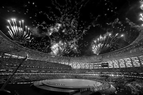 В Баку открылись первые в истории Европейские игры. Салюты, танцы, цирковое и театральное шоу увидели 70 тыс. зрителей, среди которых был и президент России. Церемония открытия «малой Олимпиады» была не только самым красочным, но и, возможно, самым дорогим спортивным мероприятием Азербайджана