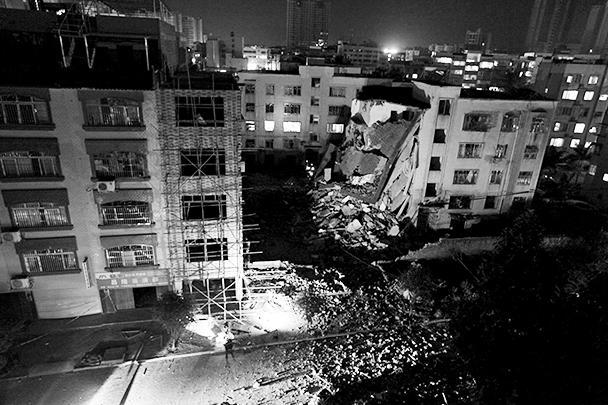 На юге Китая в среду в жилых и административных зданиях сработали сразу 17 взрывных устройств, заложенных в почтовые посылки. Погибли семь человек, свыше 50 получили ранения. В четверг череда терактов в стране продолжилась еще одним взрывом