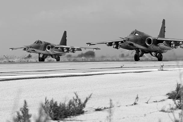 Минобороны опубликовало фотографии российских самолетов на военной базе «Хмеймим» в Сирии, откуда они вылетают для нанесения ударов по объектам террористической группировки «Исламское государство»