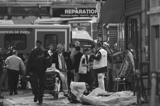 Трагедия в Париже: десятки человек стали жертвами целой серии терактов, произошедших в ночь на субботу во французской столице. Нападения, перестрелки и взрывы произошли почти одновременно сразу в нескольких разных кварталах