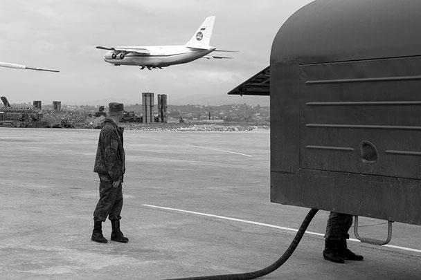 Россия начала вывод своей группировки из Сирии. Через несколько часов после приказа верховного главнокомандующего Владимира Путина в небо поднялись самолеты, с помощью которых в Россию отправляются «избыточные силы». Но в Сирии остаются две российские базы