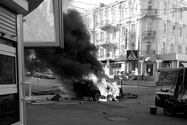 Утром 20 июля в центре Киева был взорван автомобиль, в котором находился известный журналист Павел Шеремет. Убийцы сработали профессионально, констатировали в МВД Украины