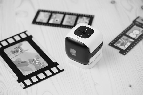 МУЛЬТиКУБИК – портативный мини-проектор, который позволяет давать изображение на любой плоской поверхности