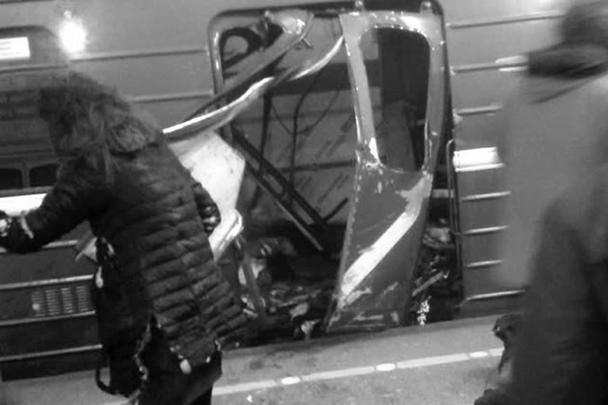 Десятки человек пострадали в результате взрыва, произошедшего в метро Санкт-Петербурга. Взрывчатка, по предварительным причинам, была начинена поражающими элементами. У правоохранительных органов нет сомнений, что это был террористический акт