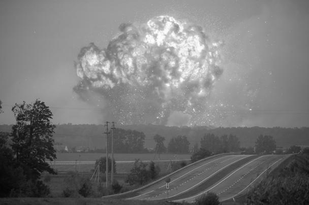 Пожар, а затем и взрывы произошли вечером 26 сентября на крупнейшем складе боеприпасов ВСУ близ Винницы. Эвакуированы более 30 тыс. местных жителей. Инцидент совпал с днем рождения Порошенко, на что указал Михаил Саакашвили