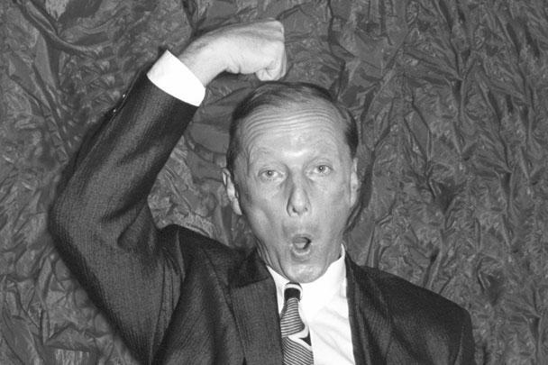 В Москве на 70-м году жизни после тяжелой болезни скончался писатель-сатирик, юморист и актер Михаил Задорнов, автор знаменитых рассказов и миниатюр, звучавших со сцены в исполнении коллег и его собственном. Он был известен как один из самых острых критиков западного образа жизни