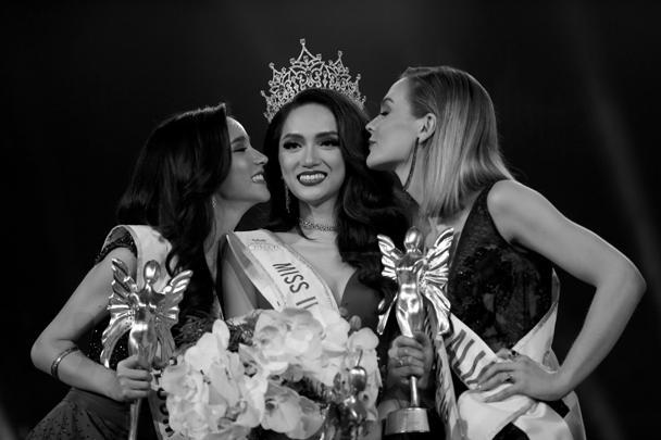 Определился победитель международного конкурса красоты среди трансгендеров Miss International Queen в Паттайе: им стал представитель Вьетнама Нгуен Хуонг. Конкурс проходит как часть уникального Тиффани-шоу – транс-кабаре, открывшегося в 1974 году
