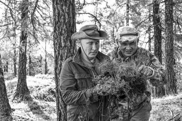 Президент России Владимир Путин провел выходные на Енисее в Туве с министром обороны Сергеем Шойгу