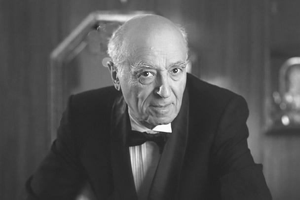 В Москве на 97-м году жизни скончался народный артист СССР Владимир Этуш. Свою актерскую карьеру он начал еще в школьные годы. Народную любовь актер снискал после съемок в комедиях. Роли были в основном эпизодическими, но навсегда врезались в память зрителям