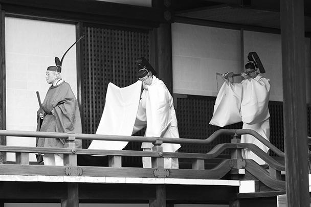 Император Японии Акихито отрекся от престола в пользу старшего сына – 59-летнего наследного принца Нарухито. Таким образом 85-летний Акихито стал первым императором в современной истории Японии, который решил добровольно уйти на пенсию
