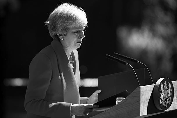 Премьер-министр Великобритании Тереза Мэй в пятницу объявила о своей скорой отставке с поста лидера Консервативной партии и, соответственно, с поста главы правительства. Свои полномочия она сложит 7 июня. Во время своей речи Мэй не смогла сдержать слез.