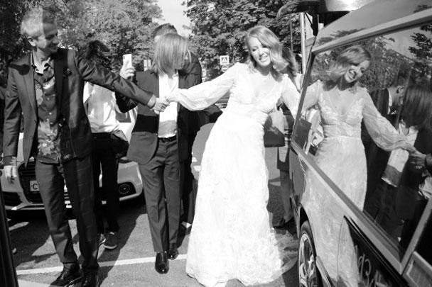 В пятницу состоялось венчание телеведущей Ксении Собчак с театральным режиссером Константином Богомоловым. Для обоих это второй брак. Романтические отношения пары завязались еще в 2018 году