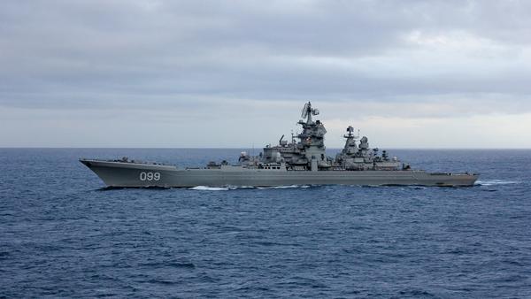 Конгрессмен поздравил ВМС США фотографией с крейсером «Петр Великий»