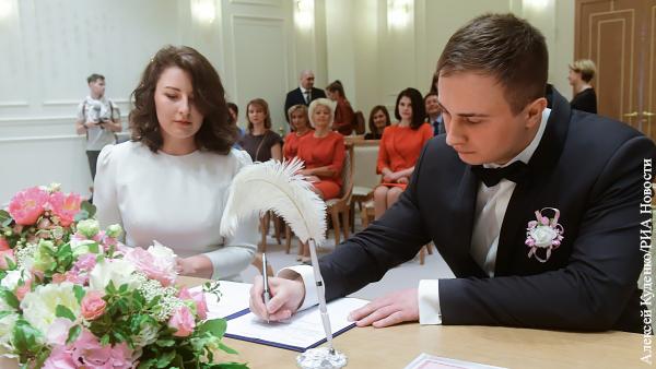 Мнения: Без штампа в паспорте о браке нет будущего