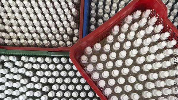 Российский завод в десятки раз увеличил производство антисептиков