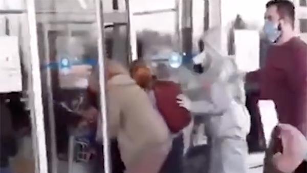 Названы причины карантинного бунта украинцев в аэропорту