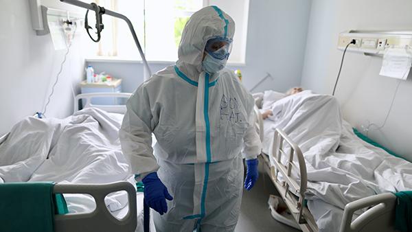 Число выявленных случаев коронавируса в России впервые в мае оказалось меньше 9 тысяч