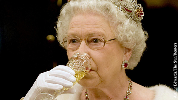 Букингемский дворец из-за падения доходов от туризма начал продавать джин с боярышником