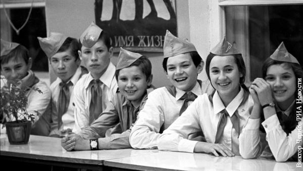 Названы отличия современных подростков от советских