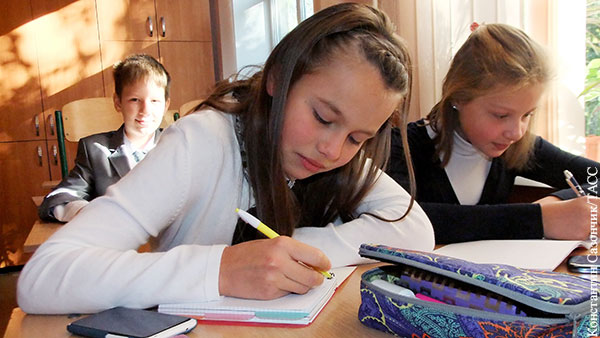 На Украине выступили против возвращения обучения в школах на русском языке
