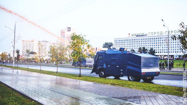 Силовики в Минске применили водометы для разгона протестующих
