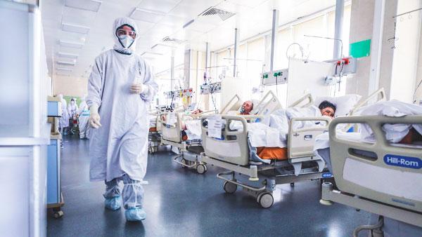 На выплаты борющимся с коронавирусом медикам выделили еще 10 млрд рублей