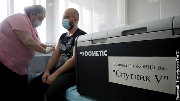 В мире: Российская вакцина наносит удар по всей украинской власти