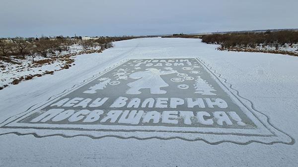 Дед Валерий Мельников – автор масштабных ледовых открыток к Новому году