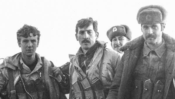 Владимир Ковтун (второй слева) во время войны в Афганистане