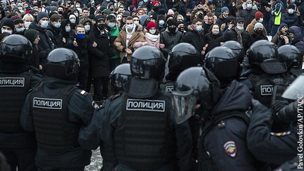 Полицейский госпитализирован после незаконной акции в Москве