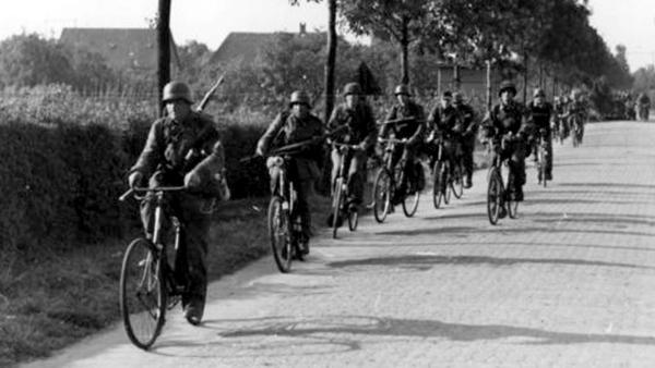 Широко известно использование велосипедов в Вермахте – но и Красная армия этим не гнушалась