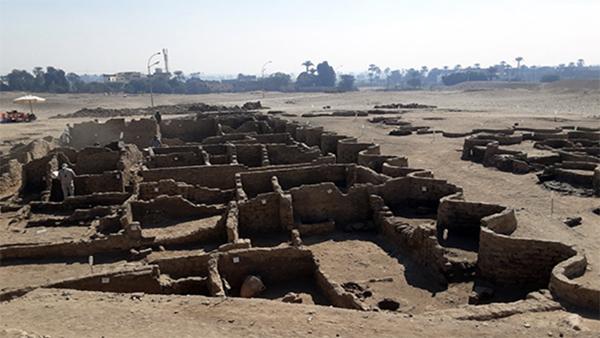 Египетские археологи нашли затерянный в песках Золотой город