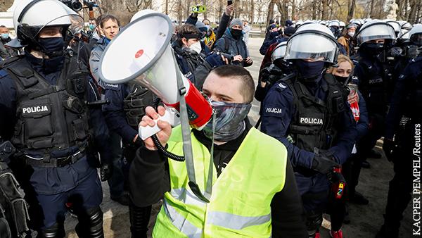 В годовщину катастрофы Ту-154 в Варшаве произошли столкновения с полицией