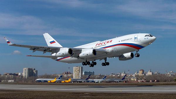 Президентский Ил-96-300 имеет ряд внешних особенностей по сравнению с гражданским бортом