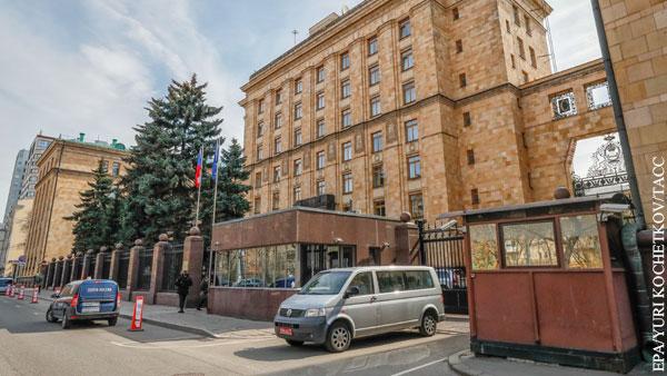 Россия потребовала у Чехии сократить число сотрудников посольства в Москве