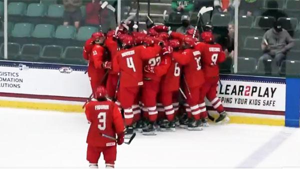Россия совершила героический камбэк в матче с США на ЮЧМ по хоккею