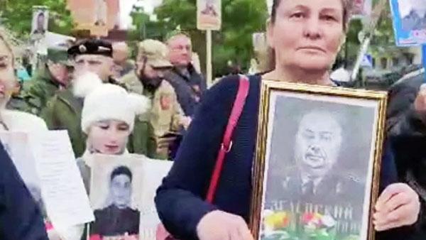 Портрет деда Зеленского пронесли на шествии «Бессмертного полка» в ДНР