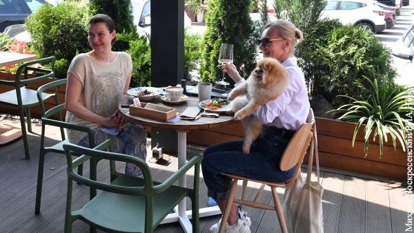 Ресторатор оценил идею Собянина ввести в ресторанах зоны для привитых от COVID