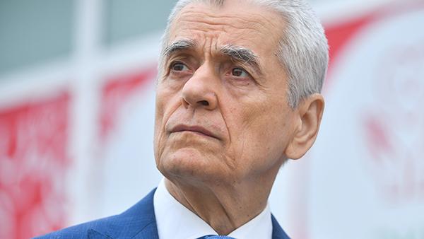 Онищенко объяснил претензии к мусорной еде Nestle и McDonalds