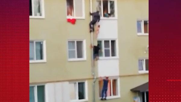 Соседи спасли троих детей из горящей квартиры в Костроме
