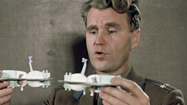 Дважды Герой Советского Союза, совершивший три космических полета, Владимир Шаталов ушел из жизни на 94-м году жизни. Во время одного из его полетов впервые в мире была осуществлена ручная стыковка космических кораблей