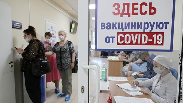 Очередь на вакцинацию за последние дни в Москве выросла в четыре раза, сообщили власти