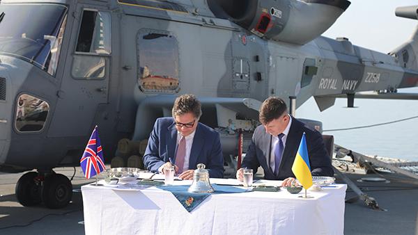 Эксперты оценили меморандум Британии и Украины о базах ВМС и строительстве военных кораблей
