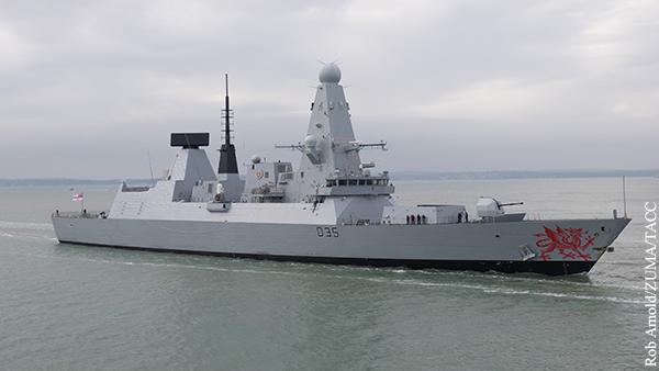 Российский корабль открыл предупредительную стрельбу по британскому эсминцу возле Крыма