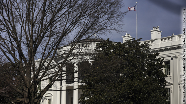 В администрации Байдена посоветовали американцам не ездить в Россию
