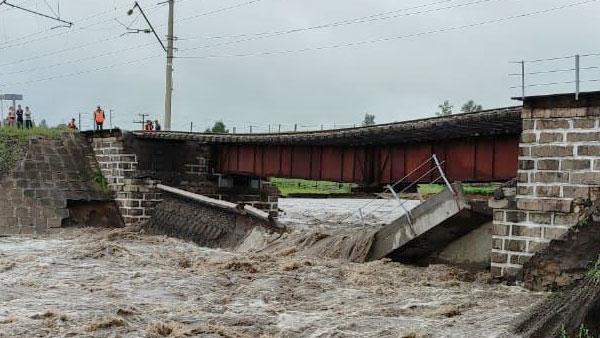 Из-за разрушения моста движение по участку Транссиба остановилось в обоих направлениях